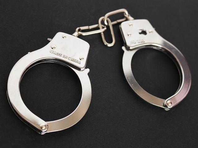 handcuffs-354042_640
